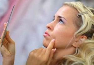 Как лечить прыщи на лице после родов?