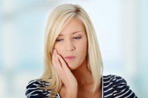 Острая зубная боль: стресс для мамы и малыша
