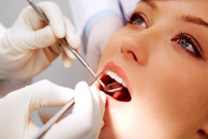 Как снять зубную боль до похода к врачу?
