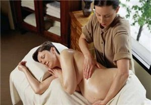 Чем опасен массаж для беременных?