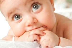 Потница у новорожденных: причины и виды
