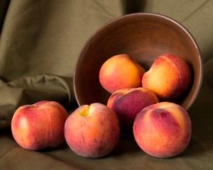 Вред персиков при беременности