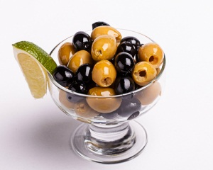 Оливки и маслины при беременности: показания и противопоказания