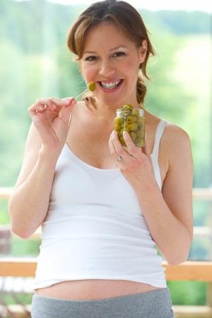 Полезные свойства оливок и маслин при беременности