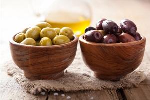 Оливки и маслины при беременности: меры предосторожности