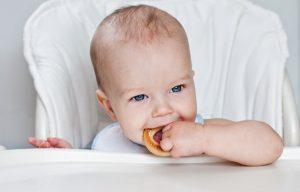 Сушки при грудном вскармливании: можно ли их кушать маме в первый месяц после родов при ГВ, когда разрешается вводить в рацион ребенка, вред и польза продукта