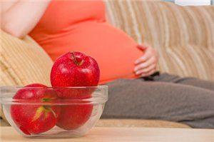 Яблоки при беременности: польза и вред