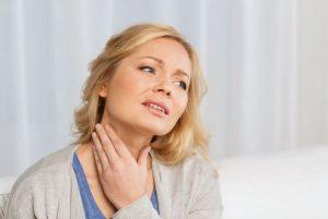 Чем можно кормящей маме вылечить горло