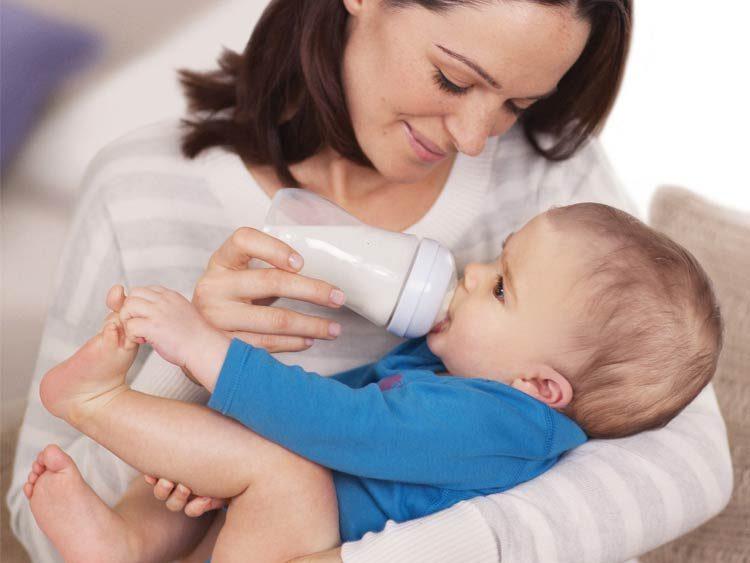 Позы для кормления грудного ребенка: как правильно кормить новорожденного